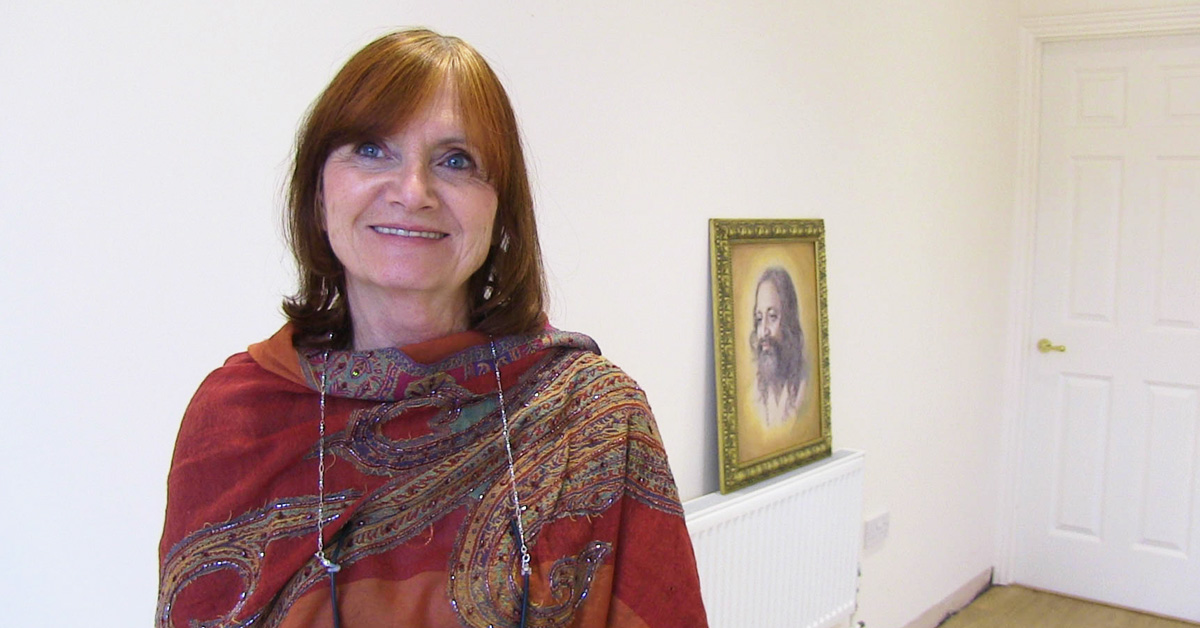 Susan Lincoln with pic of Maharishi